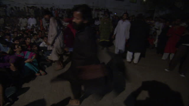 vidéos et rushes de men spinning and dancing violently whilst in trance during sufi celebrations available in hd. - soufisme