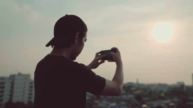 men tourist using smartphone take a photo - photo messaging stock videos & royalty-free footage