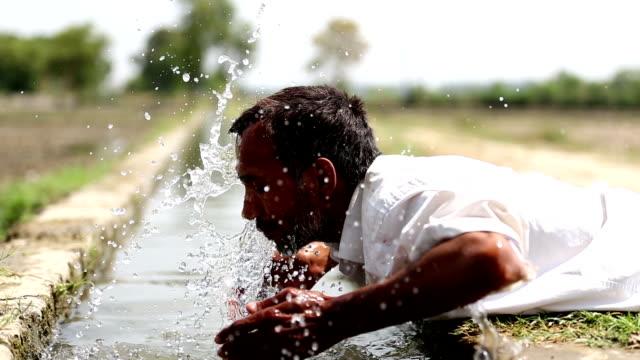 men washing face - washing face stock videos & royalty-free footage
