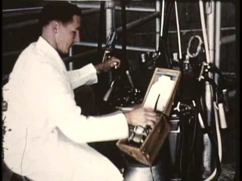 vidéos et rushes de 1955 montage cu ms men wearing lab coats examining products in factory, women testing seeds in lab, men plowing soil and picking crops / new zealand / audio - blouse de laborantin