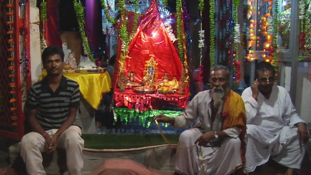 ws men with idol of lord krishna in temple on eve of janmashtami / delhi, india - julglitter bildbanksvideor och videomaterial från bakom kulisserna