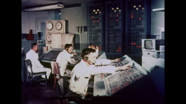 stockvideo's en b-roll-footage met 1964 men work in a control room - regelkamer