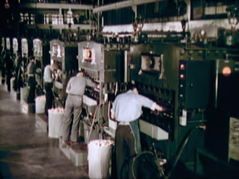 men working in a factory - fließband stock-videos und b-roll-filmmaterial