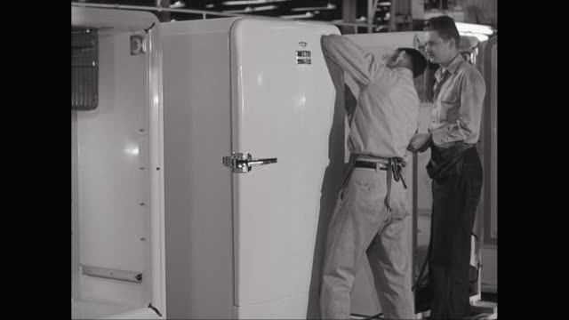 ms pan men working on refrigerator in factory / united states - kylskåp bildbanksvideor och videomaterial från bakom kulisserna