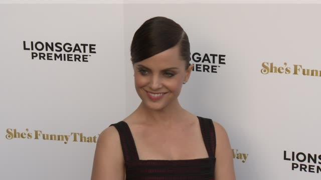 """mena suvari at the """"she's funny that way"""" los angeles premiere at harmony gold theatre on august 19, 2015 in los angeles, california. - she's funny that way点の映像素材/bロール"""