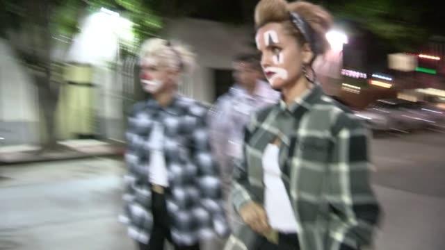mena suvari & salvador sanchez arrive at just jared halloween party in hollywood, 10/27/12 - mena suvari stock videos & royalty-free footage