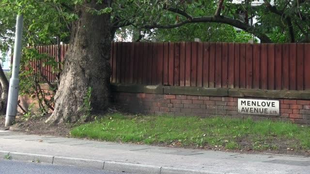 menlove ave near john lennon house. liverpool. shot on august 2013 . - låtskrivare bildbanksvideor och videomaterial från bakom kulisserna