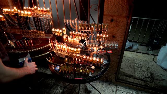 vídeos de stock, filmes e b-roll de menorah oil lamps in the rova jewish quarter of the old city. - candelabro