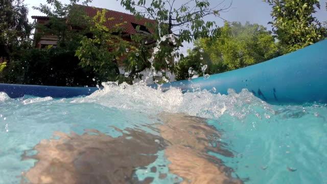 男性の足のプール - 手足点の映像素材/bロール