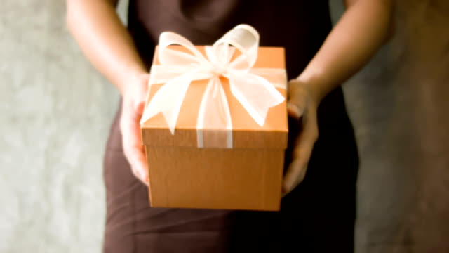 men's hand holding gift box - award ribbon stock videos and b-roll footage