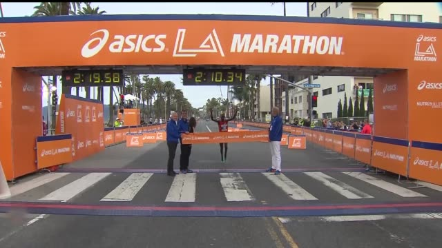 ktla men's winner at the la marathon kenya's daniel limo 31 crossed the finish line in 2 hours 10 minutes 36 seconds the 30th edition of the los... - finish line stock videos & royalty-free footage