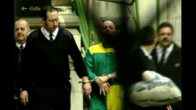 vidéos et rushes de disagreement within psychiatric profession tx 1912005 michael stone led handcuffed to van after losing his appeal against the conviction freeze - arrêt sur image