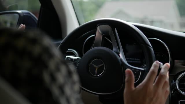 mercedes autonomous driving park assist - autonomous technology stock videos & royalty-free footage