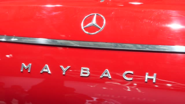 mercedes-maybach luxury suv stands among vehicles on display at the annual daimler ag shareholders meeting on may 22, 2019 in berlin, germany.... - ベンツ点の映像素材/bロール