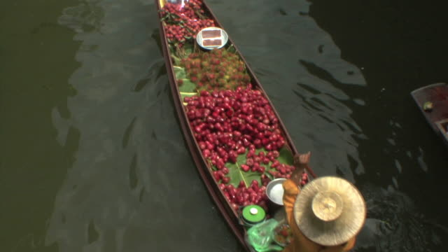WS HA Merchant boat in Damnoen Saduak floating markets, Bangkok, Thailand