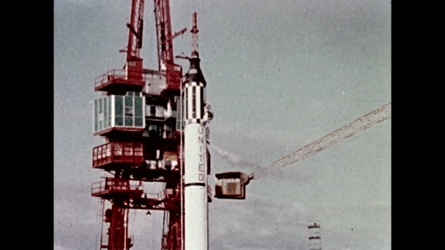 vídeos de stock e filmes b-roll de mercury redstone 3 rocket on launch pad with freedom 7 capsule / astronaut alan shepard makes his way to the launch pad as he becomes the first... - 1961