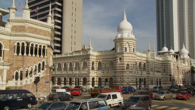 vídeos de stock e filmes b-roll de merdeka square kuala lumpur, malaysia - edifício do sultão abdul samad