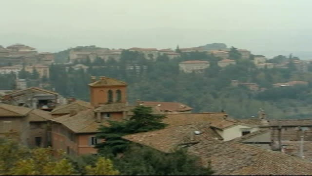 rudy guedo conviction family response rooftops of town of perugia - ペルージャ市点の映像素材/bロール