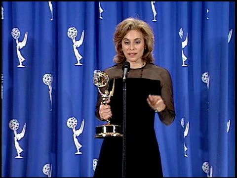 vídeos y material grabado en eventos de stock de merel poloway julia at the 1995 emmy awards press room at the pasadena civic auditorium in pasadena, california on september 10, 1995. - auditorio cívico de pasadena