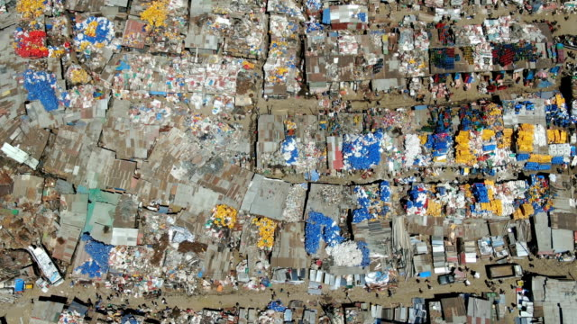 merkato, market in the squatter camp with plastic recycling -in heart of addis ababa/ aerial view - アジスアベバ点の映像素材/bロール