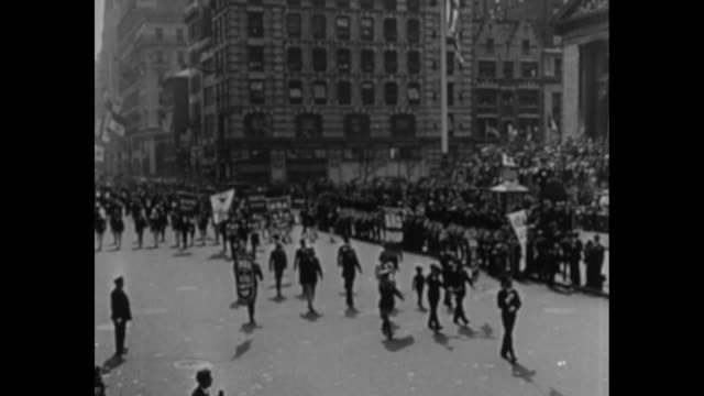 vs merlin h aylesworth president of rko and nbc tips his hat as he leads the radio division of the national recovery administration in nyc parade /... - paramount building stock videos and b-roll footage