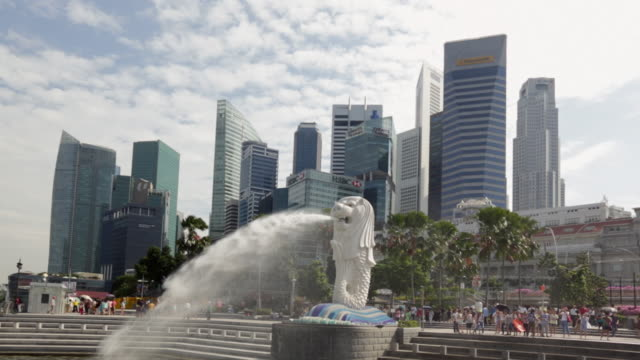 ws merlion and singapore skyscrapers in business district - merlion fictional character stock videos and b-roll footage