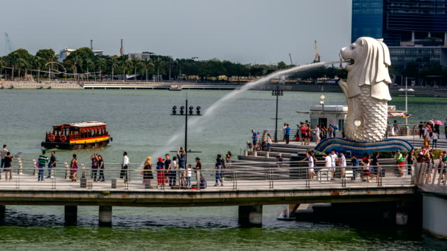 merlion fountain singapore pull back - merlion fictional character stock videos and b-roll footage