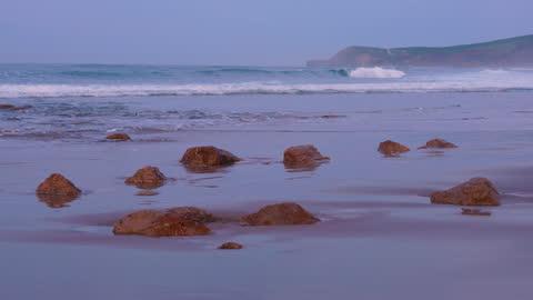 meron beach in san vicente de la barquera. oyambre natural park, san vicente de la barquera, cantabrian sea, cantabria, spain, europe - 干潮点の映像素材/bロール