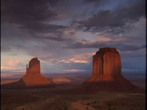 ws, pan, merrick butte and mitten buttes, monument valley, arizona, usa - mitten stock videos and b-roll footage