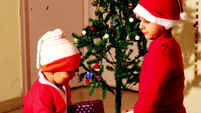 メリークリスマス! - indian ethnicity点の映像素材/bロール