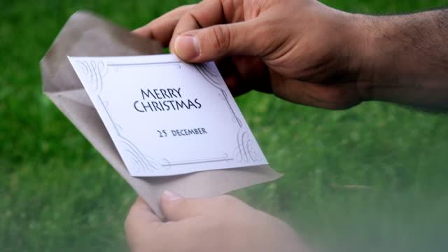 stockvideo's en b-roll-footage met merry christmas - brievenbus huis