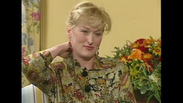 meryl steep on why she likes to do comedy film roles - メリル・ストリープ点の映像素材/bロール