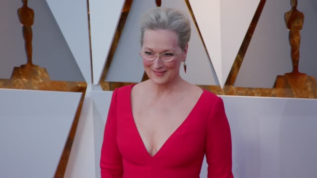 meryl streep and don gummer at 90th academy awards - arrivals - 4k footage at dolby theatre on march 04, 2018 in hollywood, california. - メリル・ストリープ点の映像素材/bロール