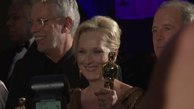 vídeos de stock, filmes e b-roll de meryl streep at 2012 governors ball on 2/26/12 in hollywood ca - meryl streep