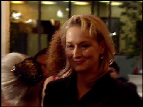 meryl streep at the 1999 golden globe awards at the beverly hilton in beverly hills, california on january 24, 1999. - メリル・ストリープ点の映像素材/bロール