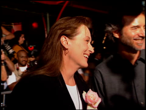 meryl streep at the premiere of 'the river wild' at grauman's chinese theatre in hollywood, california on september 25, 1994. - メリル・ストリープ点の映像素材/bロール