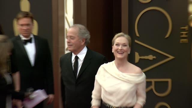 meryl streep & don gummer - 86th annual academy awards - arrivals at hollywood & highland center on march 02, 2014 in hollywood, california. - メリル・ストリープ点の映像素材/bロール