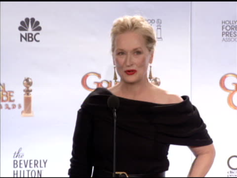 meryl streep on how she perfects an accent, on plans for coming to broadway. at the 67th annual golden globe awards - press room at beverly hills ca. - メリル・ストリープ点の映像素材/bロール