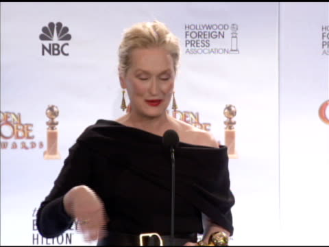meryl streep on on her advice to younger actors who look up to her, on her mother's cooking. at the 67th annual golden globe awards - press room at... - メリル・ストリープ点の映像素材/bロール