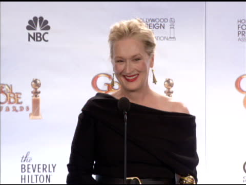 meryl streep on whether or not julia was upset about the blogging on french cuisine. at the 67th annual golden globe awards - press room at beverly... - メリル・ストリープ点の映像素材/bロール