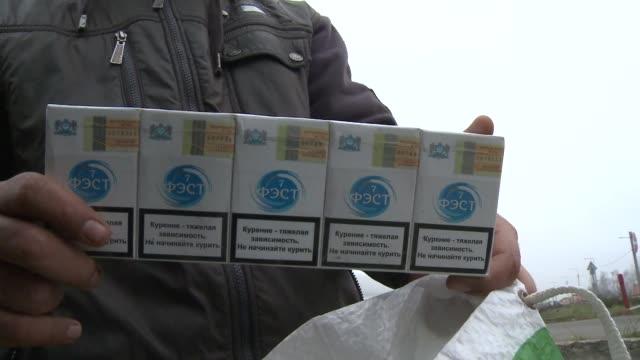 vídeos y material grabado en eventos de stock de meses despues de que el gobierno hungaro quitara la licencia para vender cigarrillos a casi el 90% de los comerciantes autorizados el mercado negro... - eastern european culture