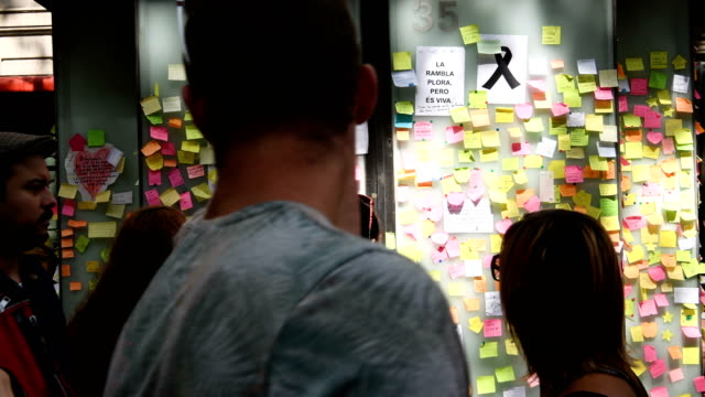 messages are left on the wall of a building on las ramblas near the scene of yesterday's terrorist attack, on august 18, 2017 in barcelona, spain.... - cambrils stock videos & royalty-free footage