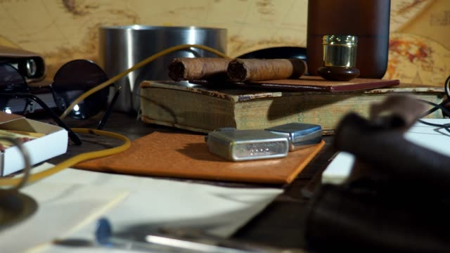 messy desk - sigaro video stock e b–roll