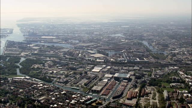 vidéos et rushes de mestre-vue aérienne-veneto, venise, italie - port
