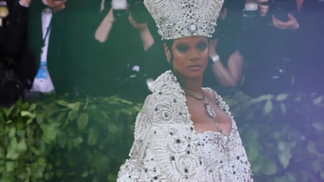 met gala 2018 sizzle - heavenly bodies: fashion & the catholic imagination costume institute gala at the metropolitan museum of art on may 7, 2018 in... - cindy crawford stock videos & royalty-free footage