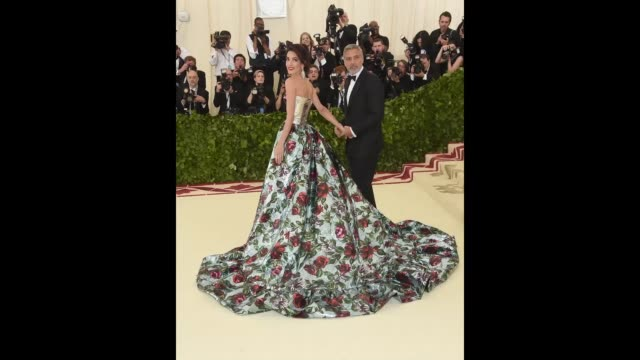 vídeos y material grabado en eventos de stock de met gala cohost amal clooney and george clooney attend the heavenly bodies fashion the catholic imagination costume institute gala at the... - formato de archivo gif