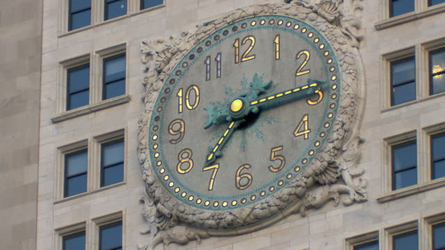 cu la met life tower clock face / new york city, usa - turmuhr stock-videos und b-roll-filmmaterial