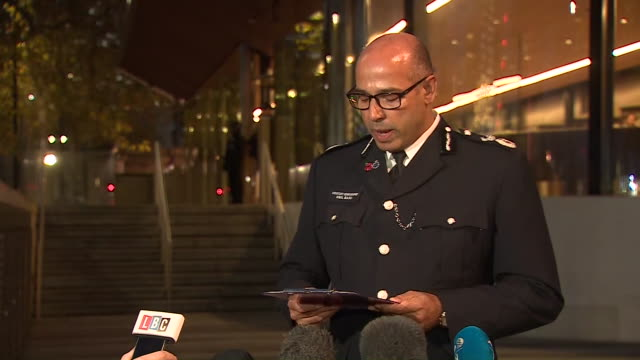 met police assistant commissioner neil basu confirming the london bridge attacker was wearing a hoax explosive vest - victim stock videos & royalty-free footage