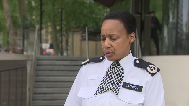 """met police commander alison heydari saying there is """"nothing to suggest"""" blm activist sasha johnson was the victim of a targeted attack after she was... - shooting a weapon stock videos & royalty-free footage"""