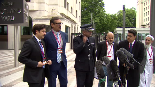 met police commander mak chishty outside scotland yard making an appeal to the muslim community to root out the scourge of terrorism that hides... - überfahren stock-videos und b-roll-filmmaterial